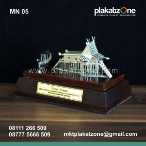 Souvenir Miniatur Rumah Adat Kalimantan Selatan