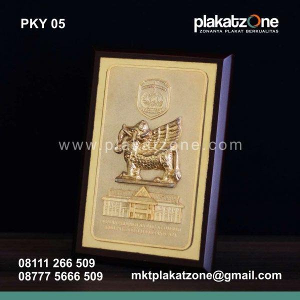 Plakat Kayu DPRD Kutai Kartanegara