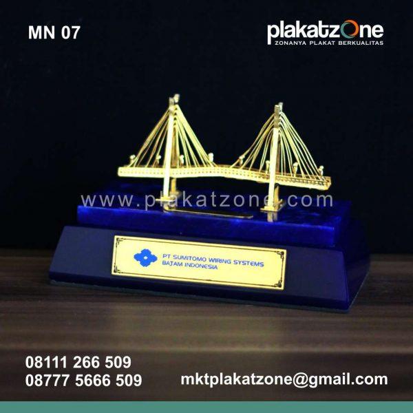 Souvenir Miniatur PT Sumitomo Wiring Systems