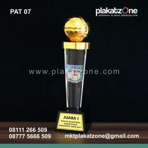 trophy plakat piala eksklusif dan murah