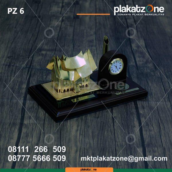 Souvenir Pen Holder Rumah Adat Minangkabau