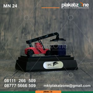 Miniatur Mobile Crane Pelabuhan IPC