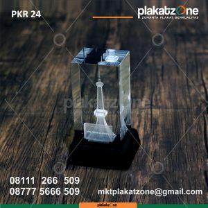 Plakat Kristal Menara GMW Eksklusif