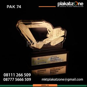 Plakat Akrilik Traktor Achieving Business Excellence