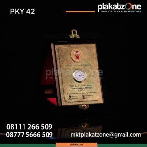 Jual Plakat Kayu Custom | Harga Terbaru 2020 - Plakatzone