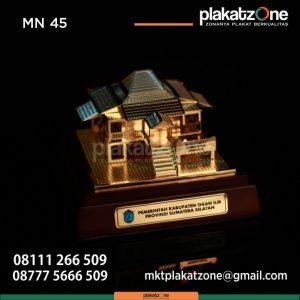 Miniatur Bangunan Rumah Adat Sumatera Selatan