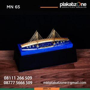 MN65 Souvenir Miniatur Jembatan Suramadu