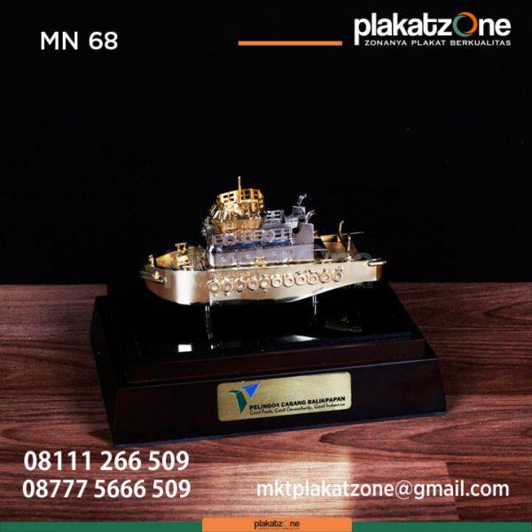 MN68 Souvenir Miniatur Kapal Pelindo