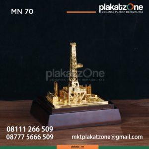 MN70 Souvenir Miniatur Tower Emas