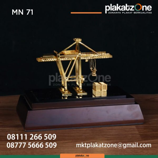 MN71 Souvenir Miniatur Crane