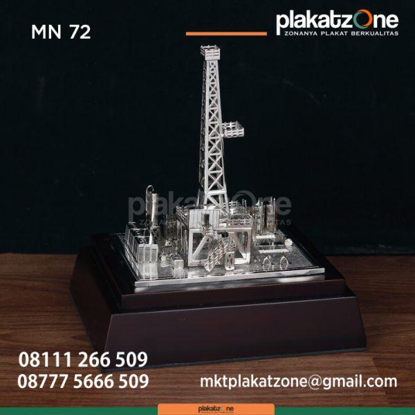 MN72 Souvenir Miniatur Tower Silver