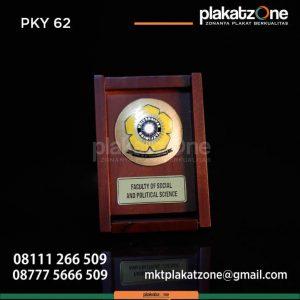 PAK62 Plakat Kayu Fakultas Ilmu Sosial dan Politik Universitas Sriwijaya
