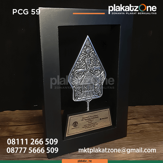PCG59 Souvenir Perusahaan Frame Kayu Gunungan Pergola UI